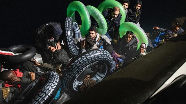 Türkiye Foto Muhabirleri Derneği'nin (TMFD), 35'incisini düzenlediği 'Yılın Basın Fotoğrafları 2020' yarışmasında ödüller sahiplerini buldu.  Yarışmaya Yunanistan üzerinden Avrupa'ya geçmeye çalışan sığınmacıların kareleri damgasını vurdu.