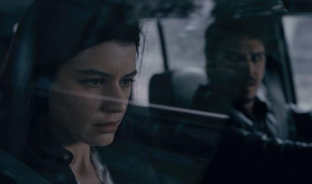 Başrollerinde Beren Saat ve Mehmet Günsür'ün rol aldığı Netflix'in ikinci Türk orijinal dizisi Atiye'nin fragmanı ve ilk kareleri yayınlandı. Dizi Erhan ile genç ressam Atiye'nin Göbeklitepe'den başlayan yolculuğuna odaklanacak.