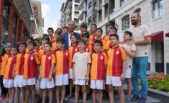 Nusaybin Galatasaray Futbol Okulu'ndan Adnan Polat'a ziyaret