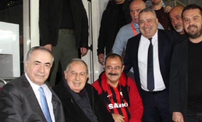 Mustafa Cengiz efsane futbolcumuz Talat Özkarslı'yla bir araya geldi