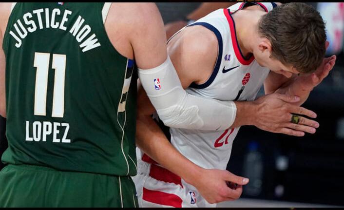 NBA'de kavga! Antetokounmpo, Wagner'e kafa attı...