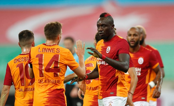 Galatasaray Avrupa'da 100 yapan ilk Türk takımı