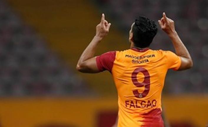 Kolombiya basınından Falcao'ya övgüler!