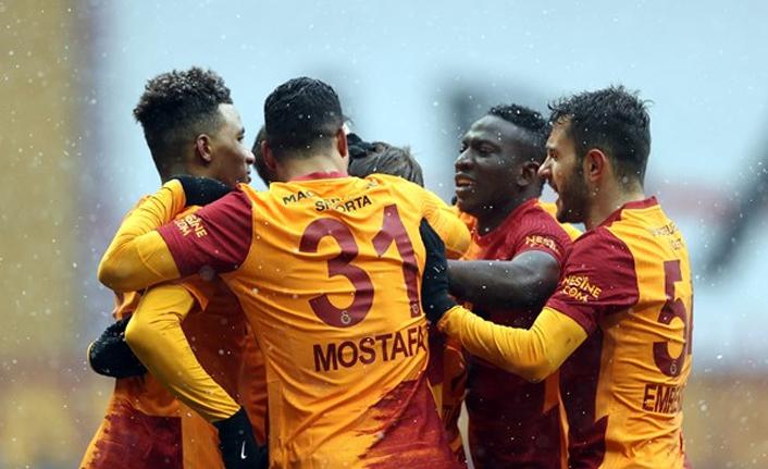 Galatasaray'da sıkıyönetim ilanı