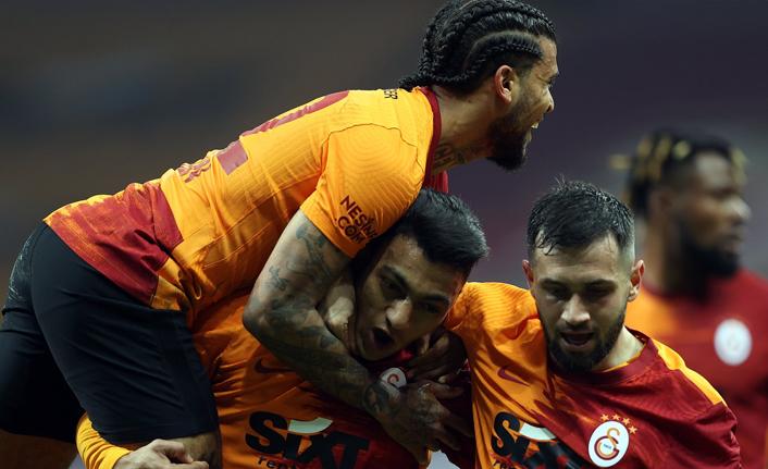 Galatasaray vitesi 8'e taktı! Mostafa Mohamed Şov!