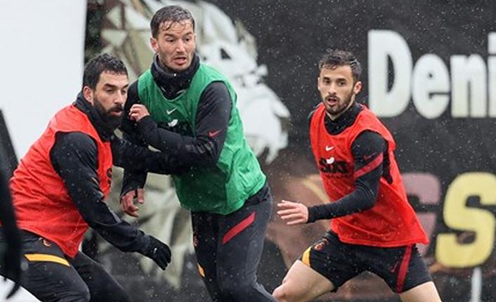 Galatasaray'da sıradaki 5 imza, 2 yedekte