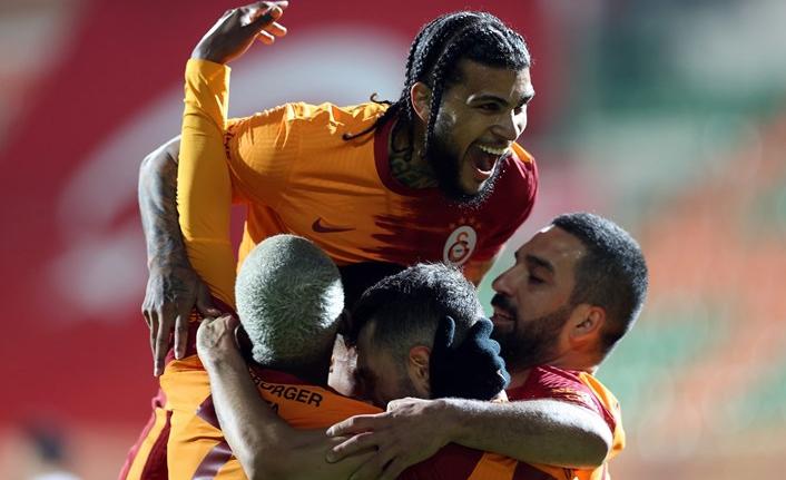 Galatasaray'da Yedlin 3 hafta yok