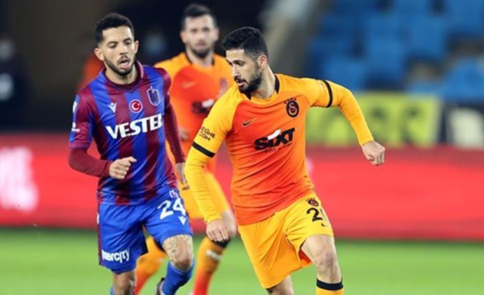Emre Akbaba, Galatasaray'da kalıyor