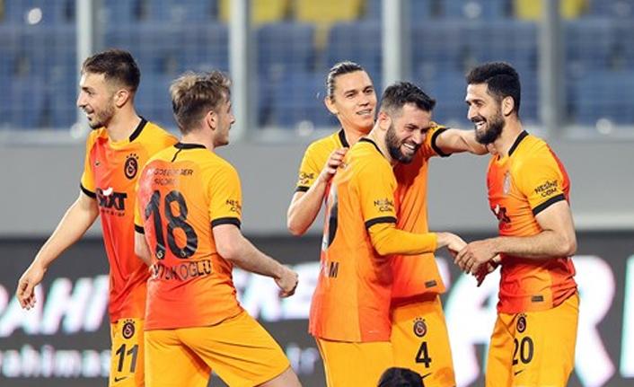 Galatasaray'da Ömer ve Emre de imzaladı