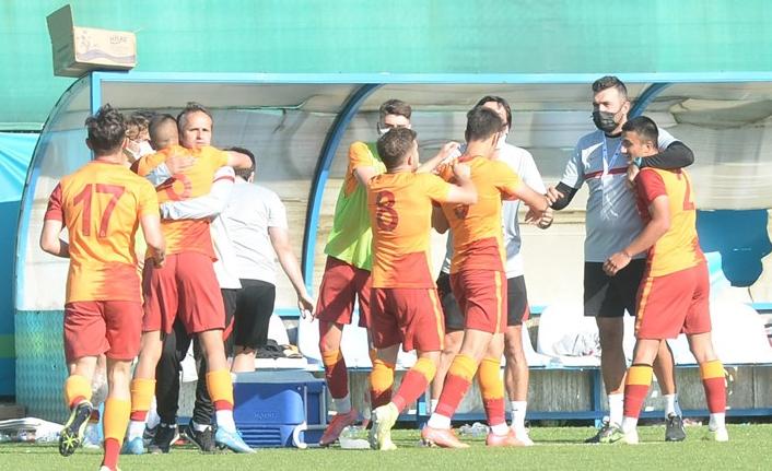 Galatasaray'da sol beke alternatif altyapıdan