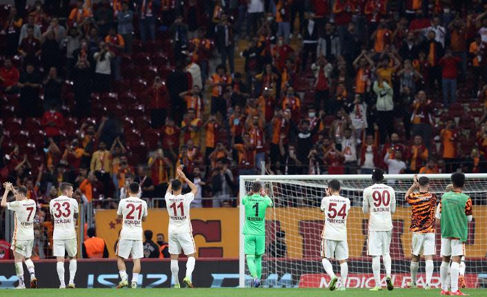 Galatasaray taraftarı takımına sahip çıktı!