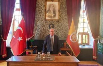 Galatasaray Lisesi müdürü, Fenerbahçe üyeliğinden...