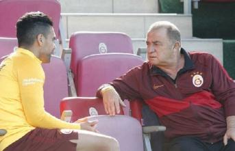 """Radamel Falcao: """"Hata bende, taraftara borcumu..."""