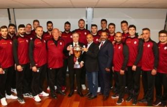 Şampiyon Takımımız Başkan Mustafa Cengiz'i...
