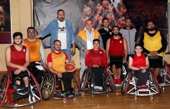 Fatih Terim'den Tekerlekli Sandalye Basketbol...