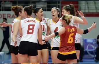 Galatasaray'da iki oyuncu ülkesine döndü
