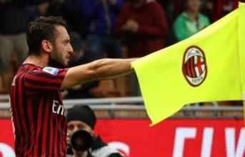 Milan, Hakan Çalhanoğlu ile uzatıyor