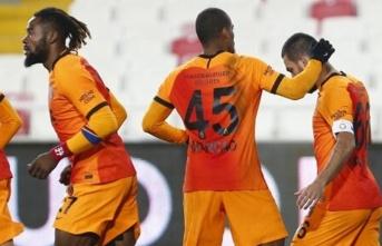 Galatasaray'da fedakar stoperler!
