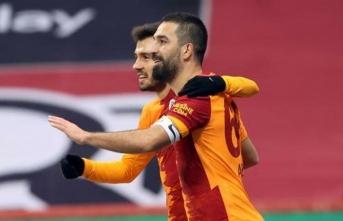 Galatasaray'da Arda Turan'ın takım içine asistleri!