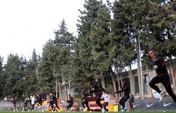 """Fatih Terim'den futbolculara; """"Ayağa kalkmalıyız"""""""