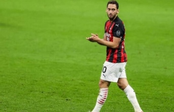 """Hakan Çalhanoğlu: """"Milan'da çok mutluyum"""""""