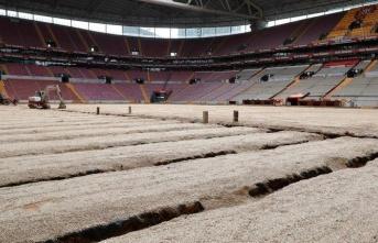 TT Arena Ali Sami Yen Stadı'nda çim yenileme çalışmaları sürüyor