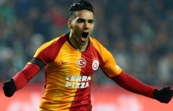 Falcao - Galatasaray aşkı kupasız, dertli, bol...